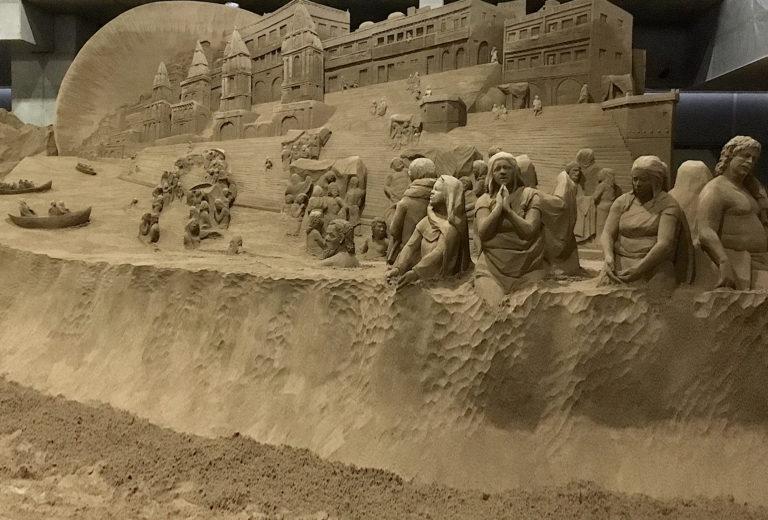 Varanasi bathing people
