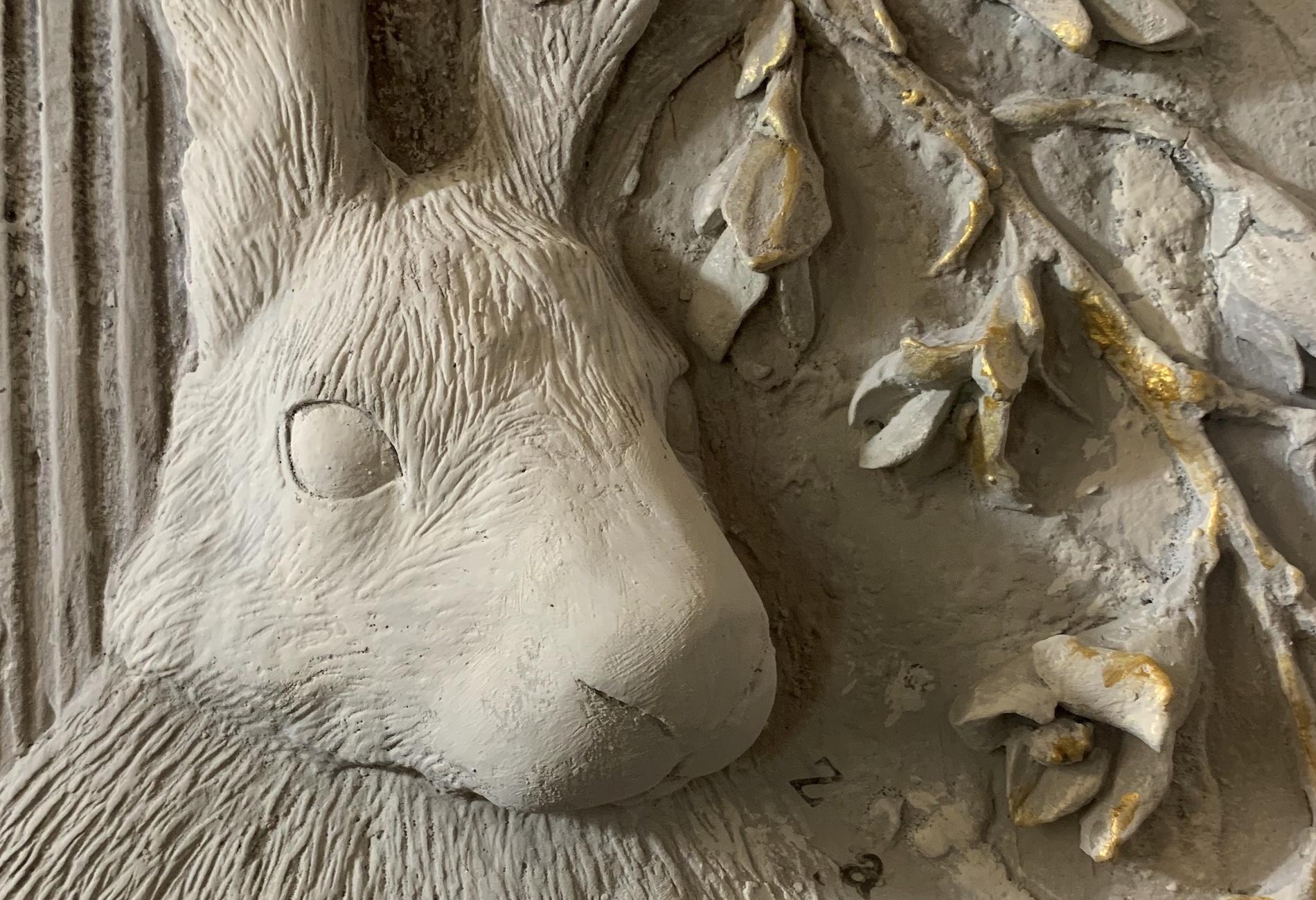 plaster relief hare zig zag